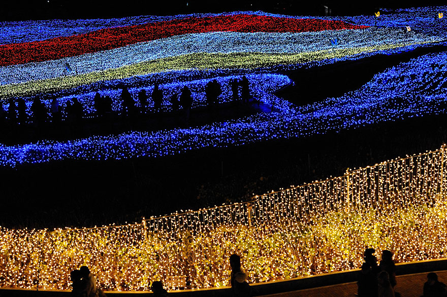 bab53  winter light festival nabano no sato japan 6 Tunnel of Lights Made of Millions of LEDs in Japan
